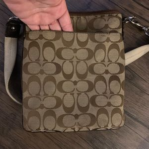 Coach Bags - Small/medium sized Coach Crossbody zip up purse.